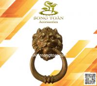 tay nắm cửa mặt sư tử bằng đồng